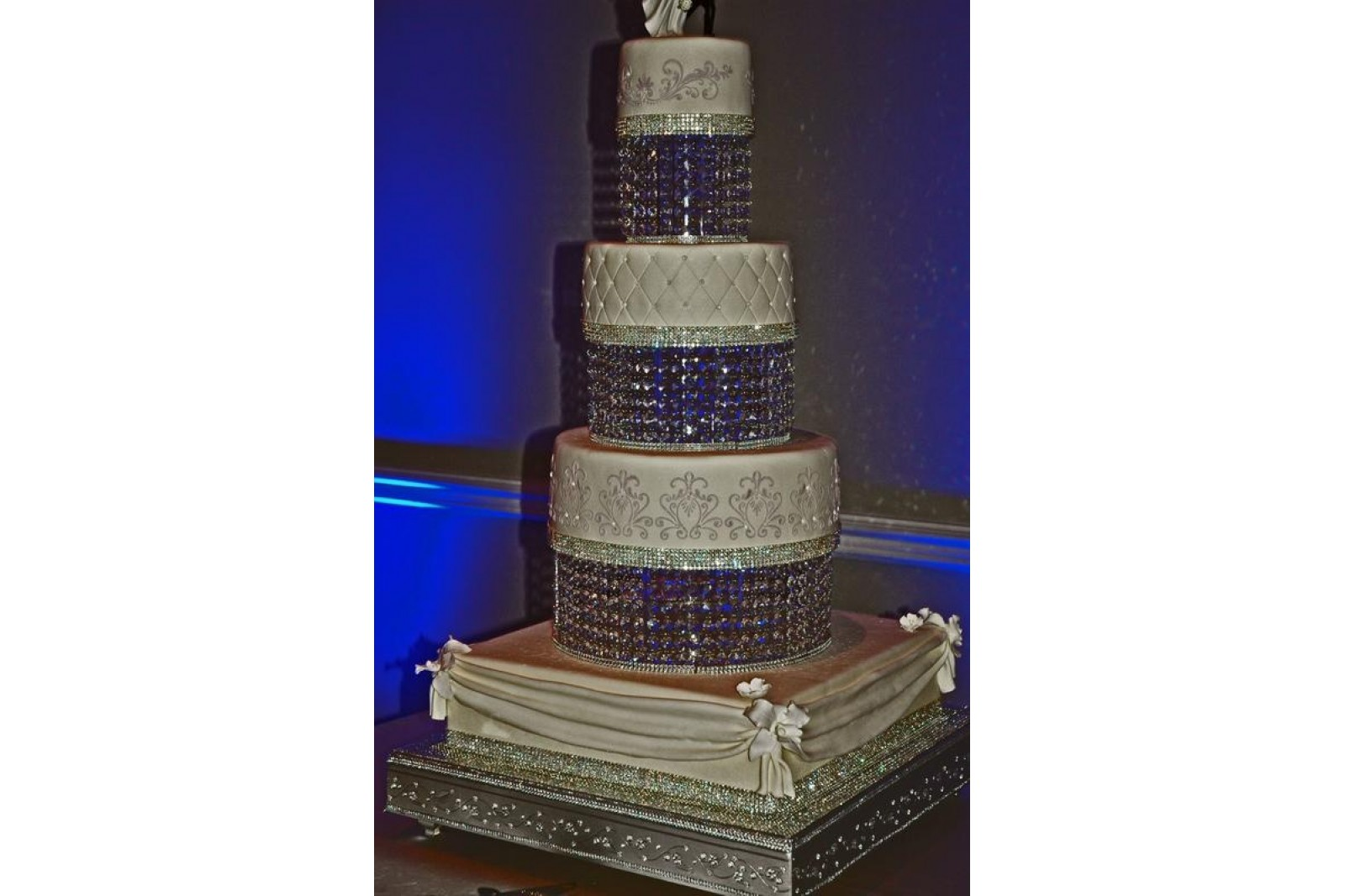 Round Separator Plate 10 20 Cm Height Chandelier Crystal Cake Stands And Separators